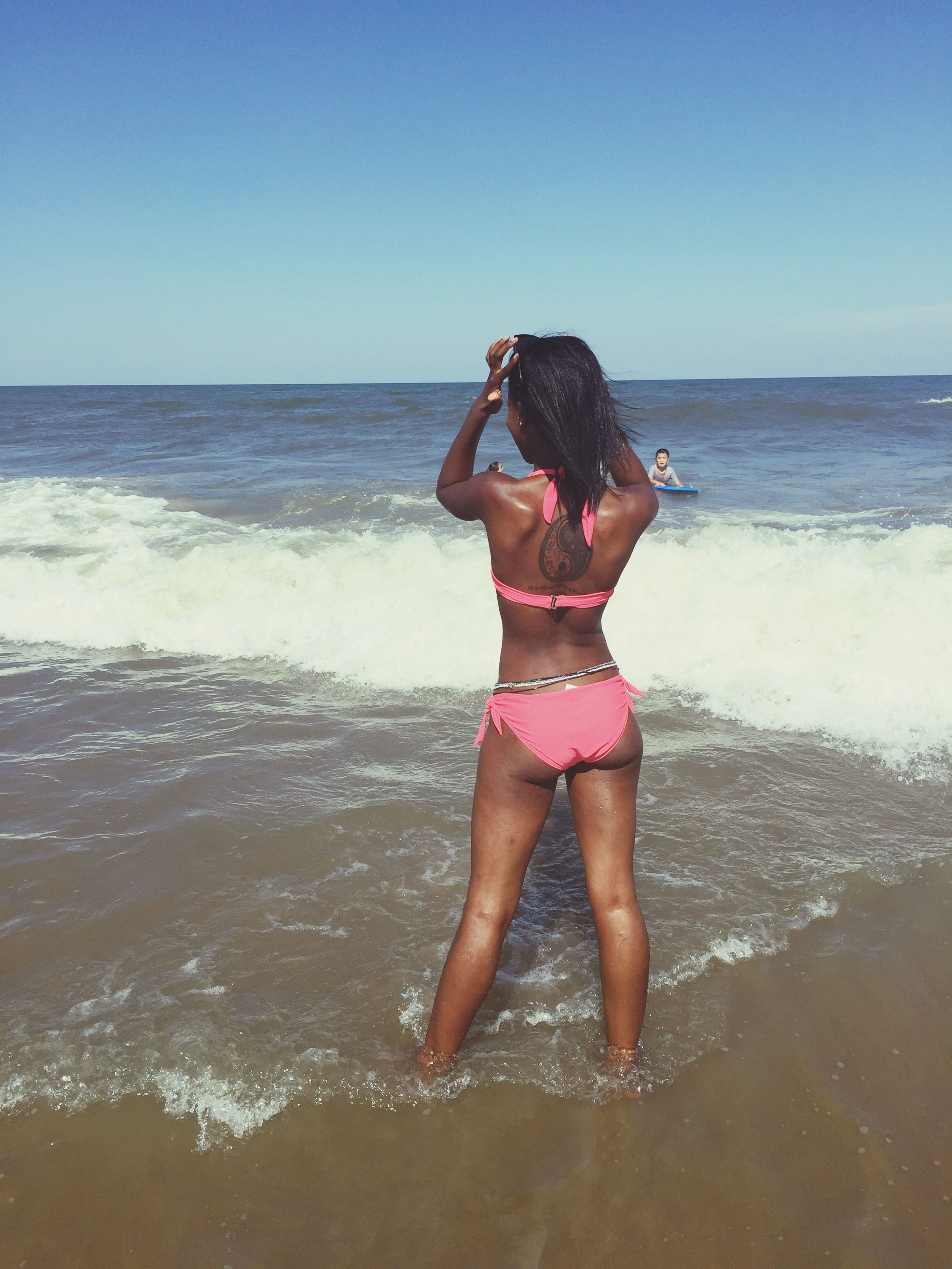 sea, water, horizon over water, young adult, beach, clear sky, lifestyles, leisure activity, young women, full length, shore, vacations, person, copy space, wave, standing, long hair, scenics