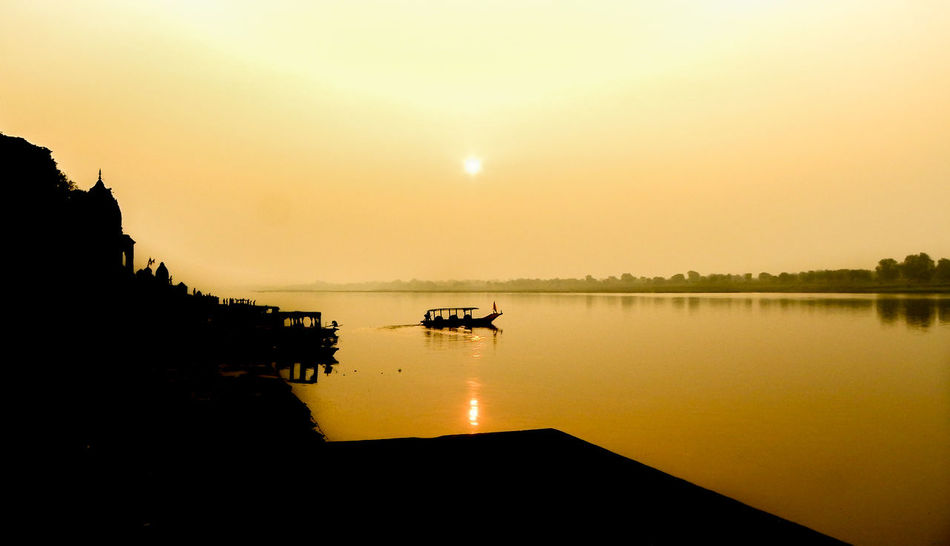 Maheshwar - Madhya Pradesh Boat Madhya Pradesh Madhya Pradesh,India Maheshwar Narmada Nature Nature Photography Nikon Nikon Photography P1000 Relaxing River Bank View Silhouette Sun Rise Temple Architecture