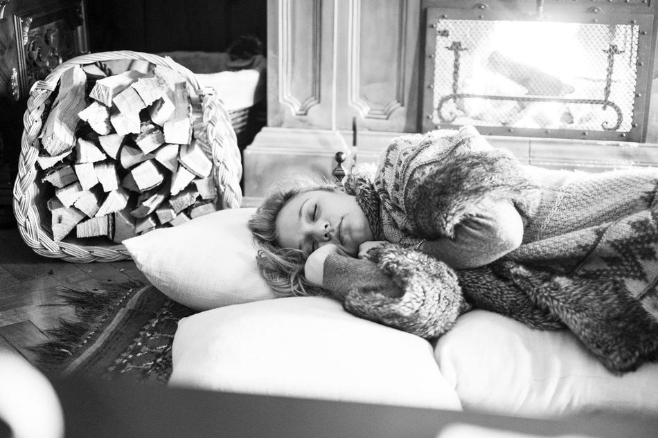 Beautiful stock photos of sleep, Blanket, Carpet, Caucasian Ethnicity, Comfortable