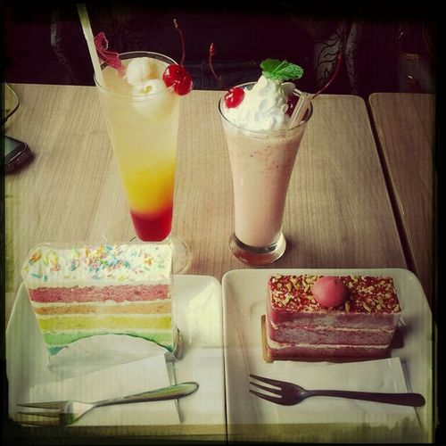 when rainbow cake & rainbow cocktail VS red velvet & red devil blended^^ Dating Red Velvet Cake Vs Rainbow Cake Rainbow Cocktail Red Devil Blended