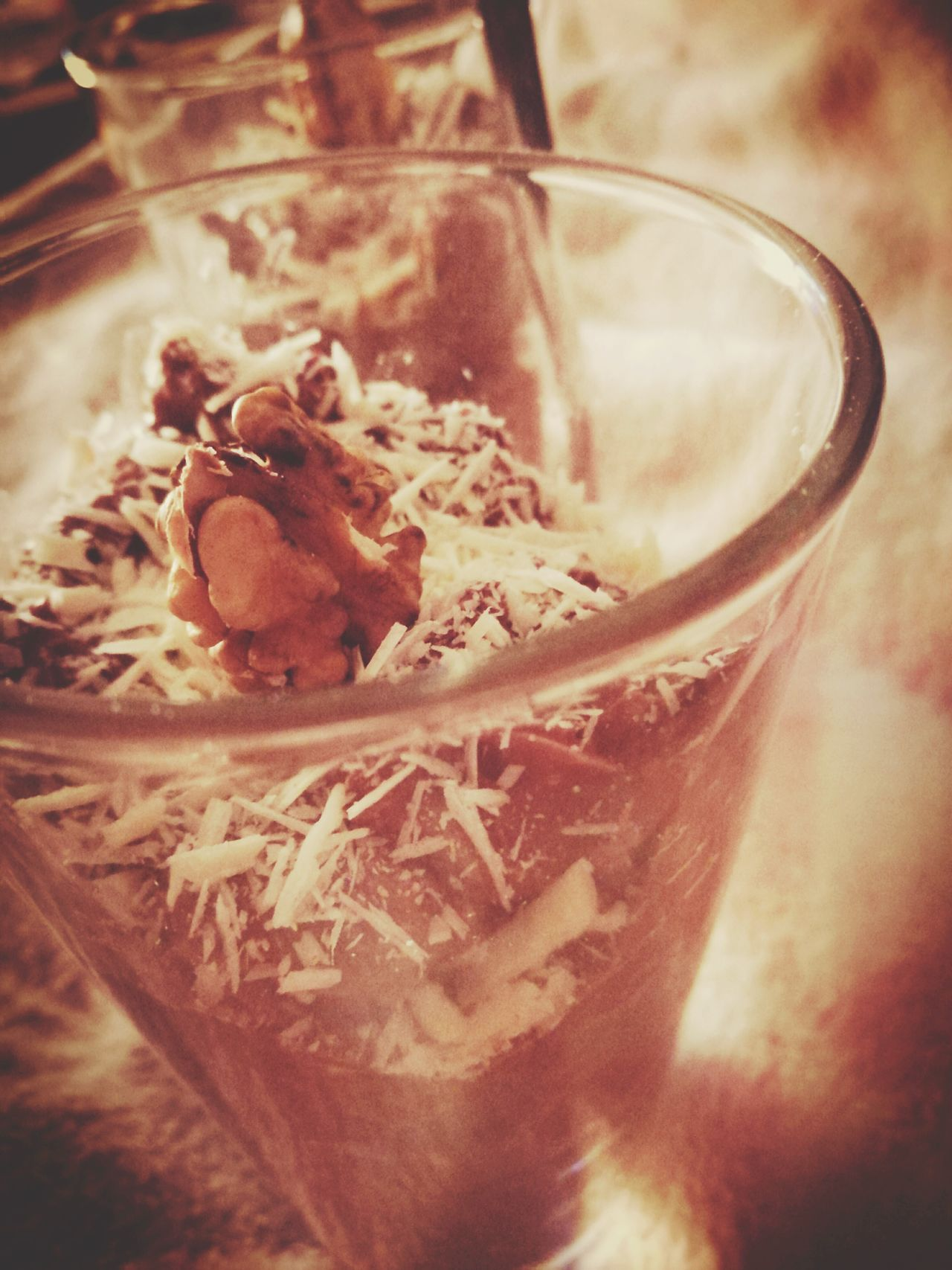 Schokoladencreme mit Raspeln aus weißer Schokolade und Walnuss. Dr. Oetker Triple Chocolate Walnut White Chocolate Foodphotography Food Dessert