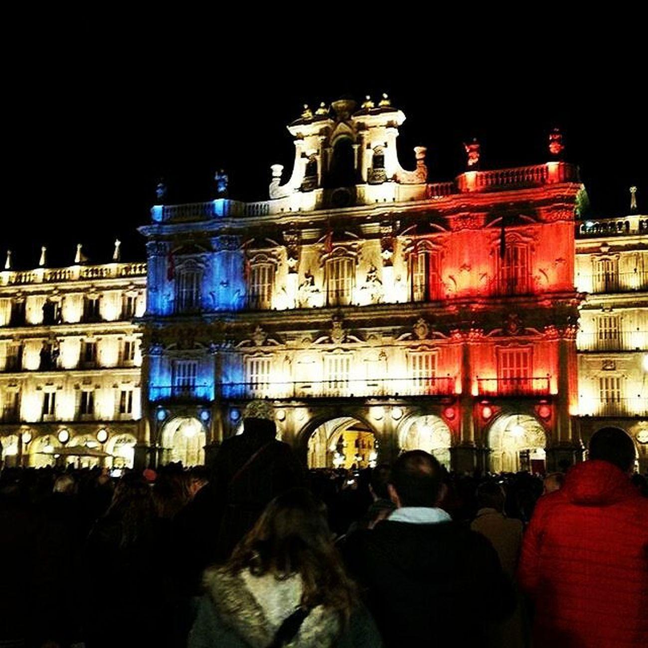 Imagen de @barriodeloeste_zoes Todossomosparis JesuisParis Plazamayor Salamanca ParisAttacks