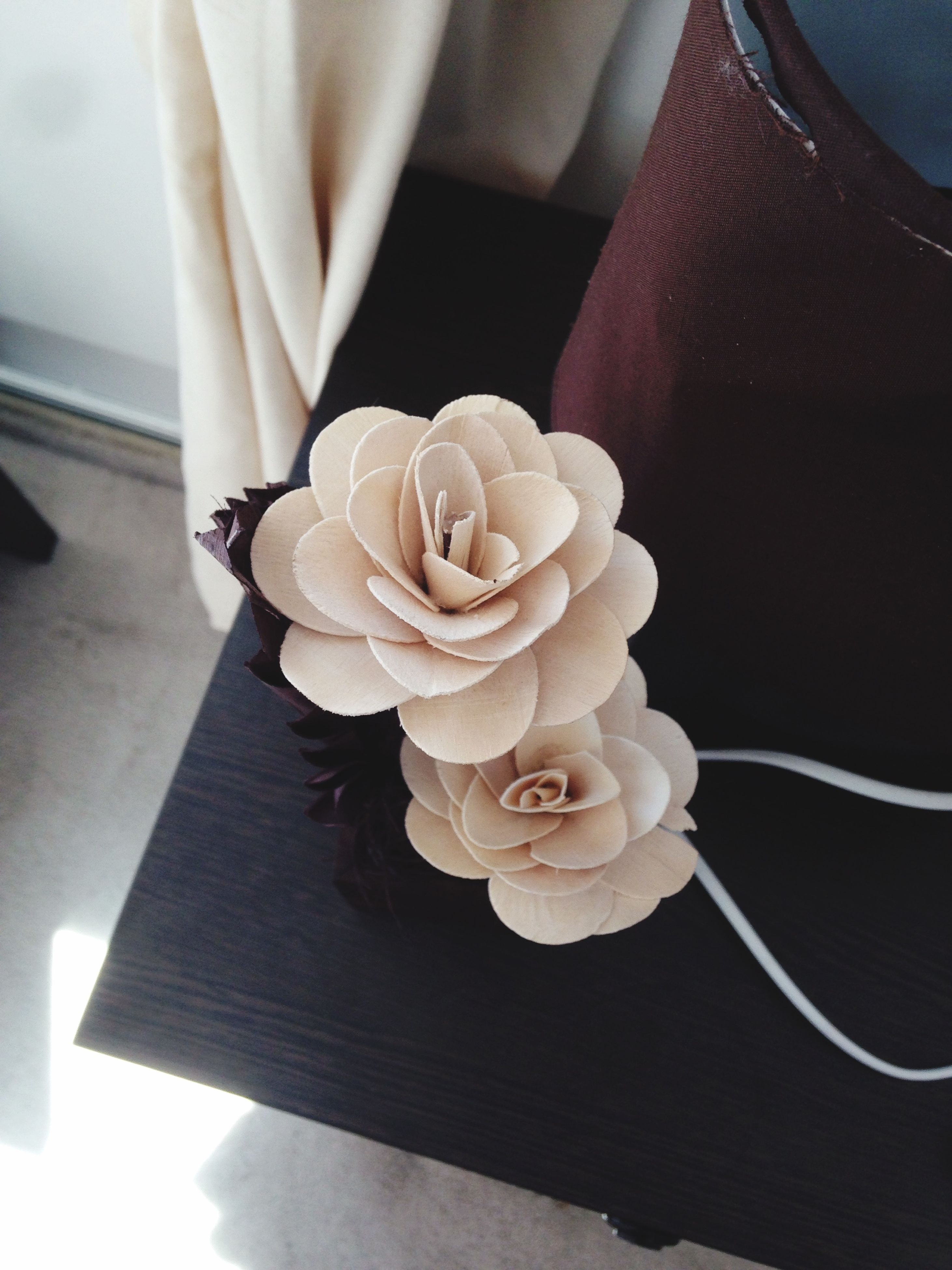 indoors, flower, table, freshness, petal, fragility, rose - flower, flower head, vase, close-up, high angle view, home interior, rose, focus on foreground, bouquet, white color, still life, beauty in nature, decoration, elegance