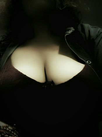 Être libre de. . . . . . Womanwithcurves Adult Womanselfie Justselfie 💋selfie Selfie ♥ Boobie ❤ Boobsgettingbigger Boobshot Midsection Boobiiiees! Curvy & Beautiful Sexyboob Bigboobsarebetter BigBeauty Cleavage Boobssize Bigsize