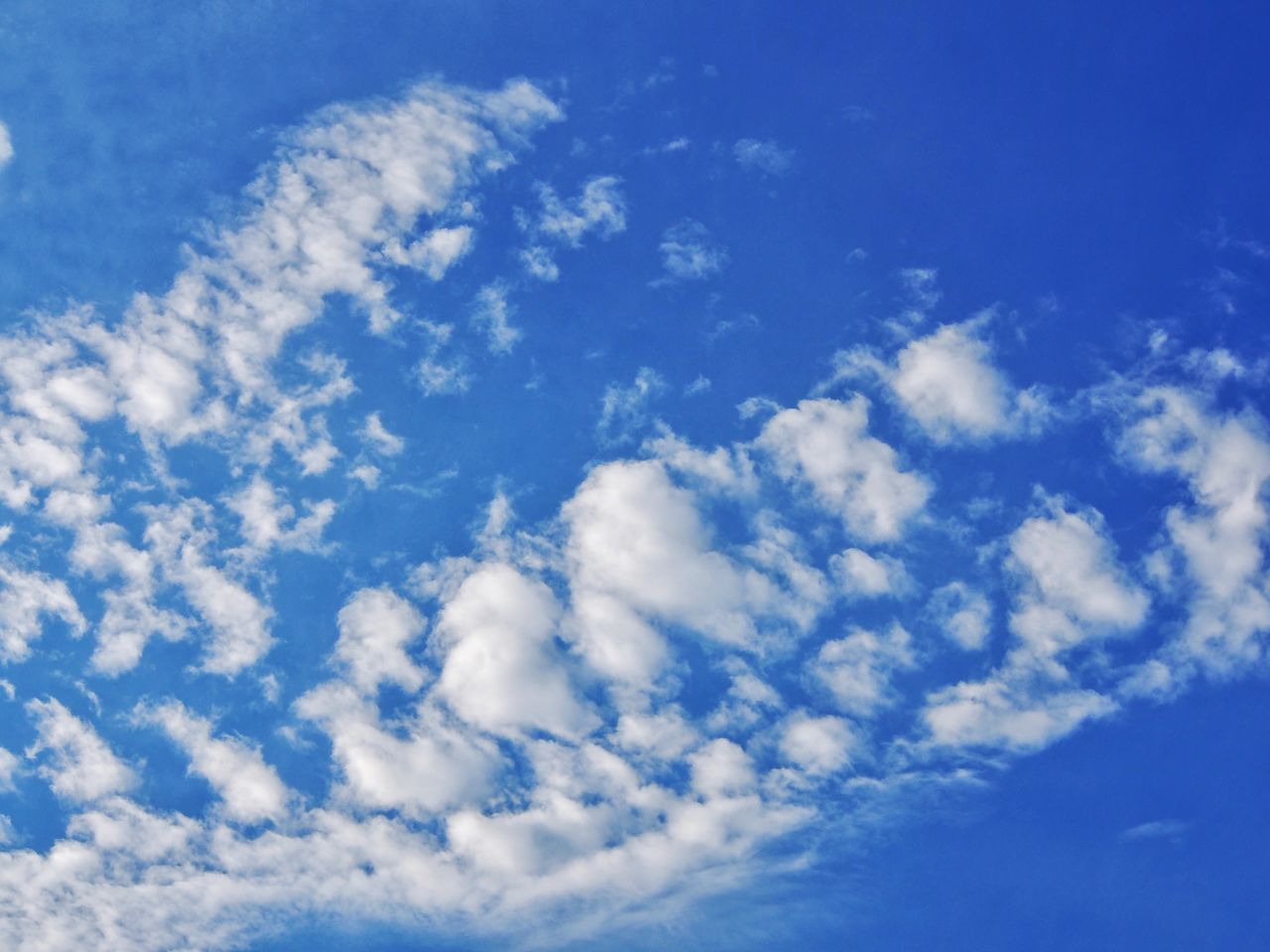 blue, sky, beauty in nature, nature, scenics, no people, sky only, tranquility, backgrounds, cloud - sky, low angle view, day, full frame, outdoors