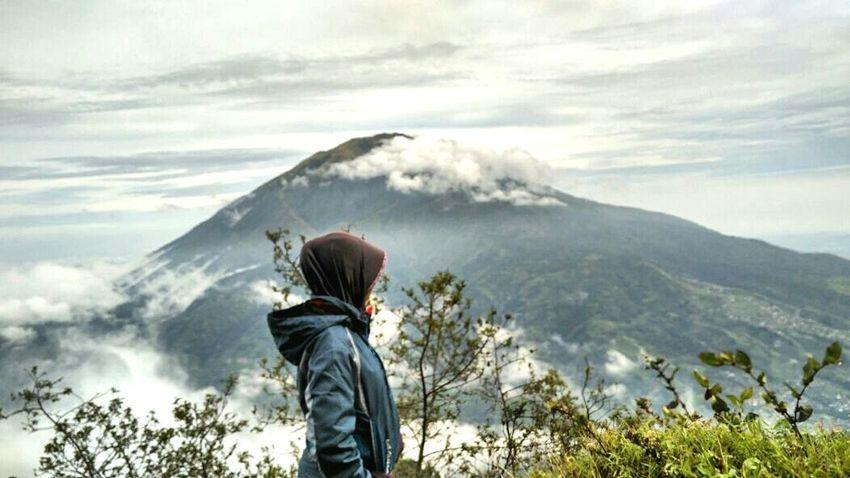 Mountaineering Mountainview Mountains And Clouds Xiaomiphotography Consina Consinaindonesia Volcano Merapi Volcano Yogyakarta, Indonesia National Park Hikerslife Hikerbabes