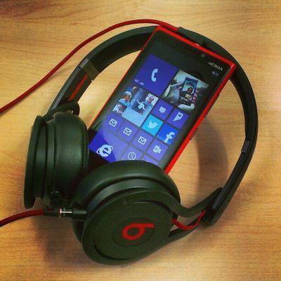 Wrong brand but right color combination! ;-) #Nokia #Lumia #Beats #mixr BEATS Nokia  Lumia Mixr
