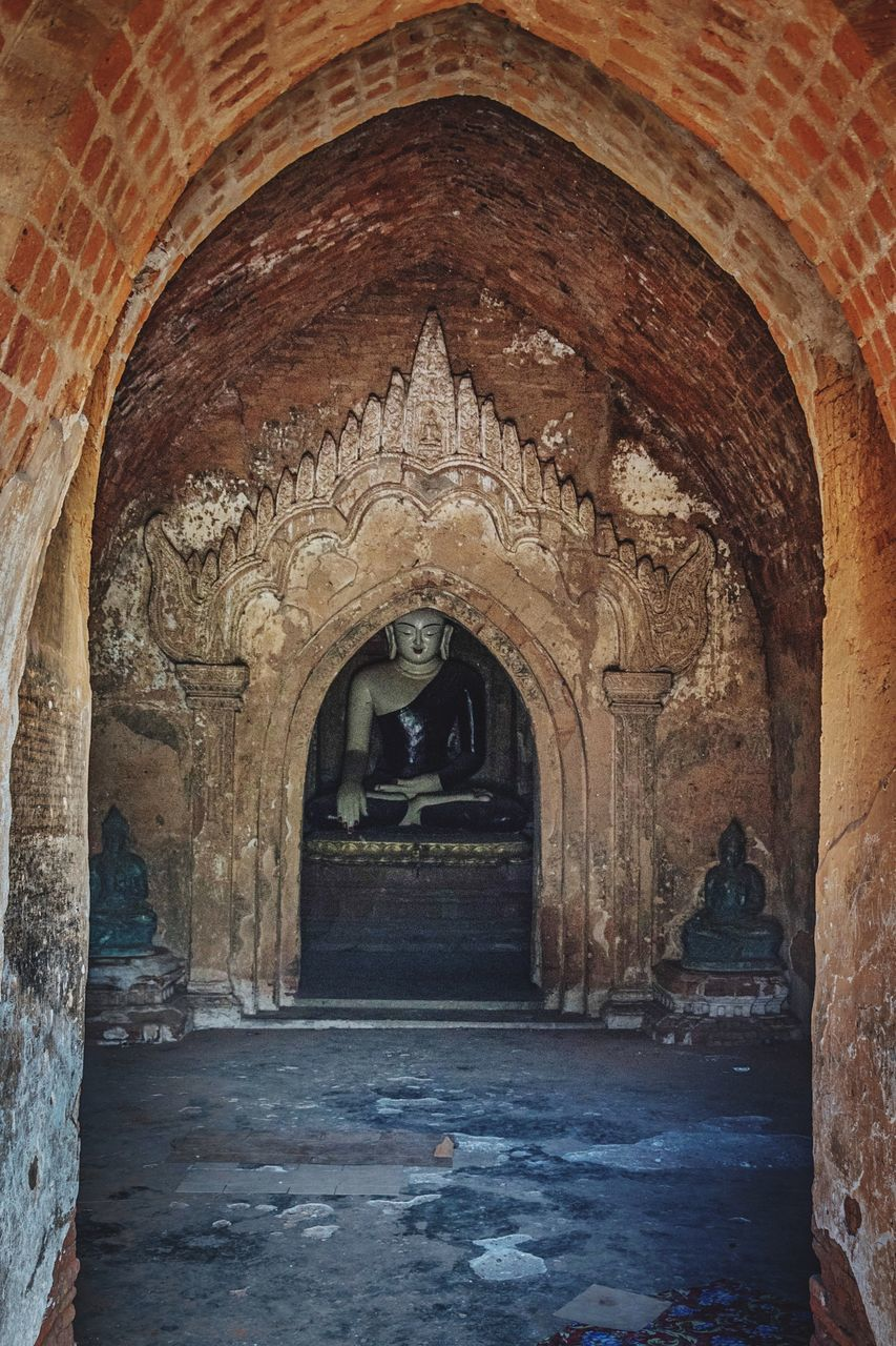 arch, built structure, architecture, history, day, indoors, no people, travel destinations