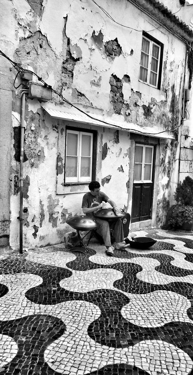 Street Photography Street Artist The Traveler - 2015 EyeEm Awards Monochrome Black And White Cascais
