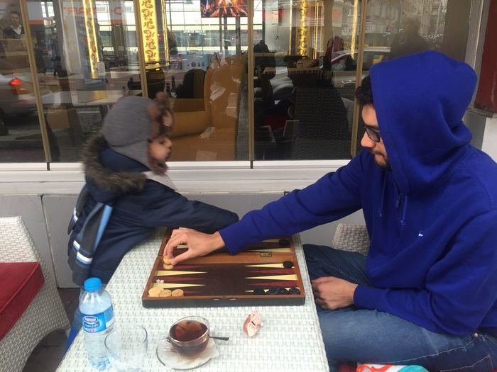 Cafe Childhood Communication Day Hooded Shirt Indoors  Lifestyles Real People Sitting Table Tawla Technology Togetherness Two People Wireless Technology Young Adult Young Women