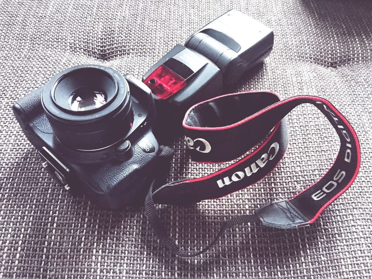 black beauty 📸❤ Camera - Photographic Equipment Canon700D Camera Canon 50mm F1.8 Festbrennweite Photography Black BlackBeauty Objektiv Hobbyphotographer Hobbyphotography Mobilephotography Black And Red Red Schwarz Equipment No People Flashlight Hobby