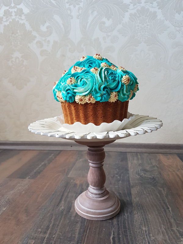 Blue Sweet Food Indulgence Close-up Creamy Sweet Yammy!!  Fooddecoration Cupcake Ready-to-eat Flower Freshness Green Color Visual Feast