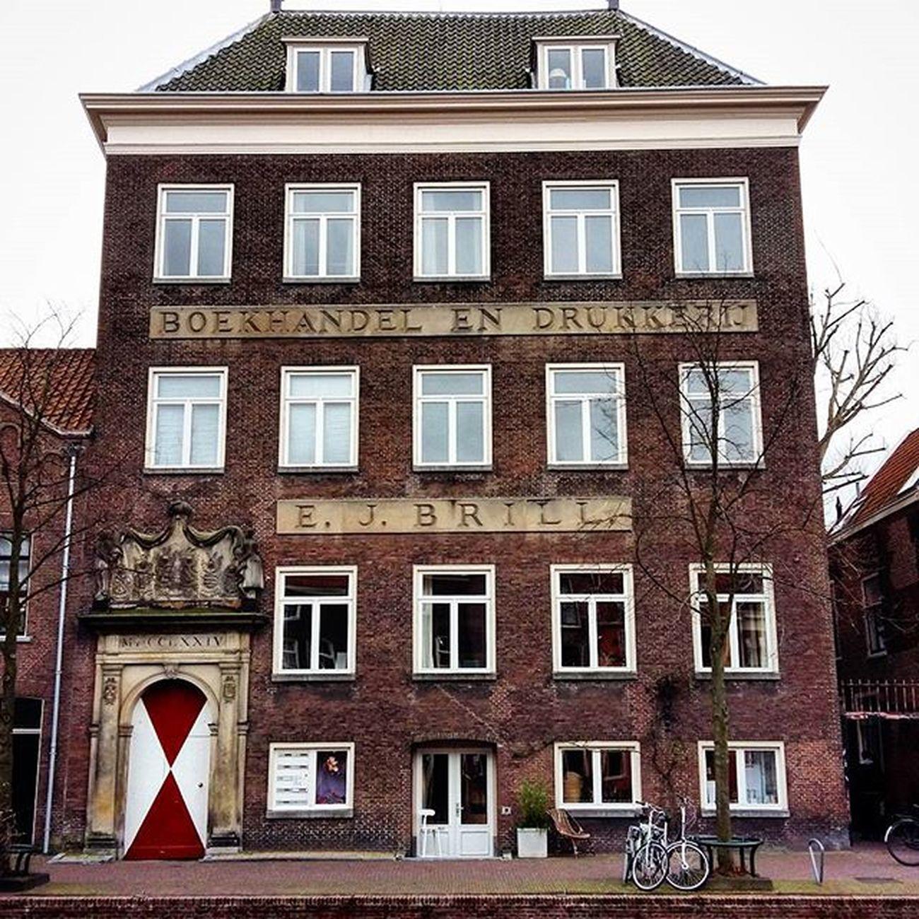 Boekhandel en Drukkerij E.J. Brill Oude Rijn www.erfgoedleiden.nl/component/lei_verhalen/verhaal/id/222 Loveleiden Igleiden OnsLeiden Historicleiden Leiden