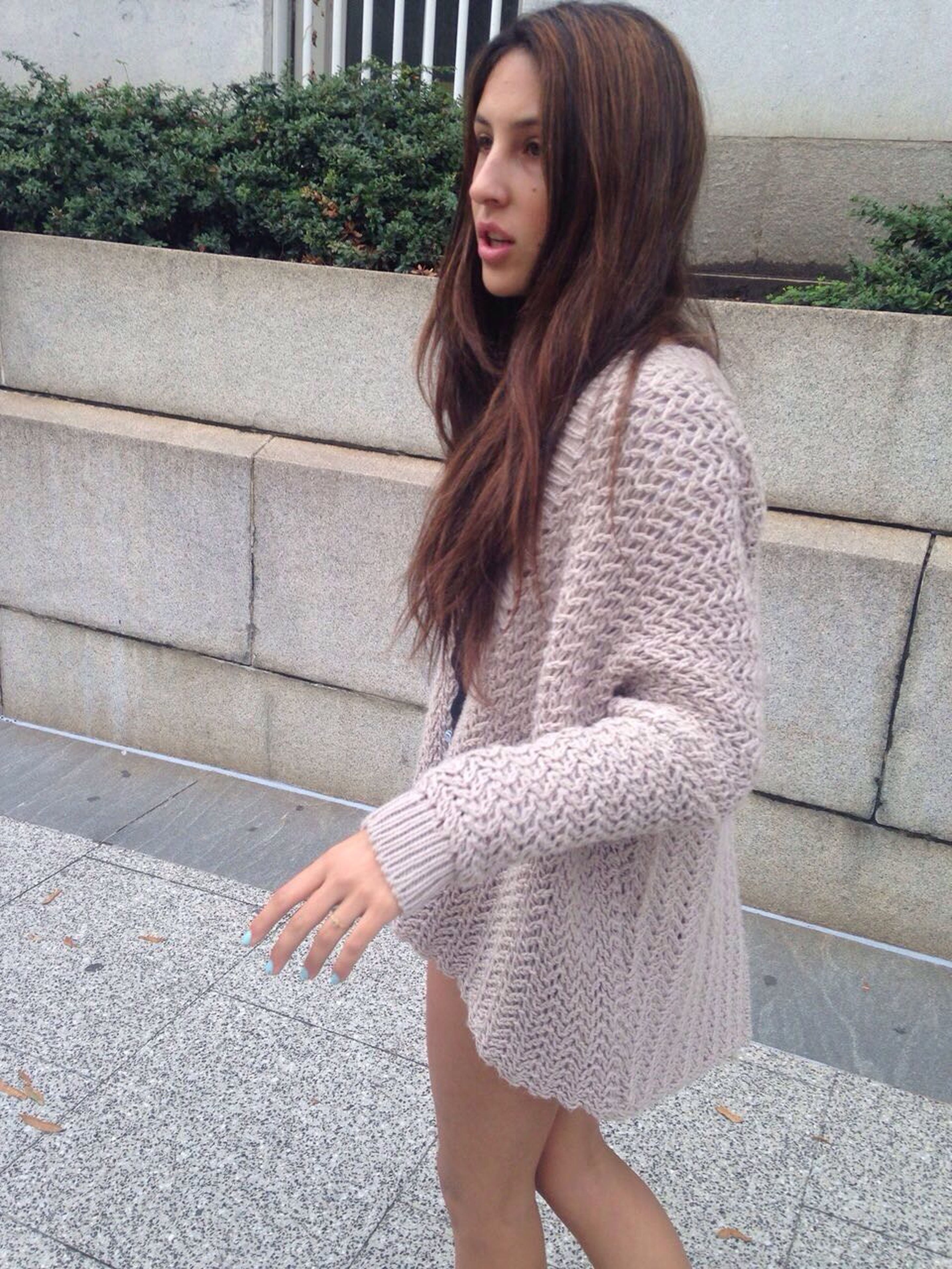 young adult, young women, person, lifestyles, casual clothing, long hair, standing, leisure activity, portrait, front view, looking at camera, three quarter length, fashion, medium-length hair, fashionable, sitting