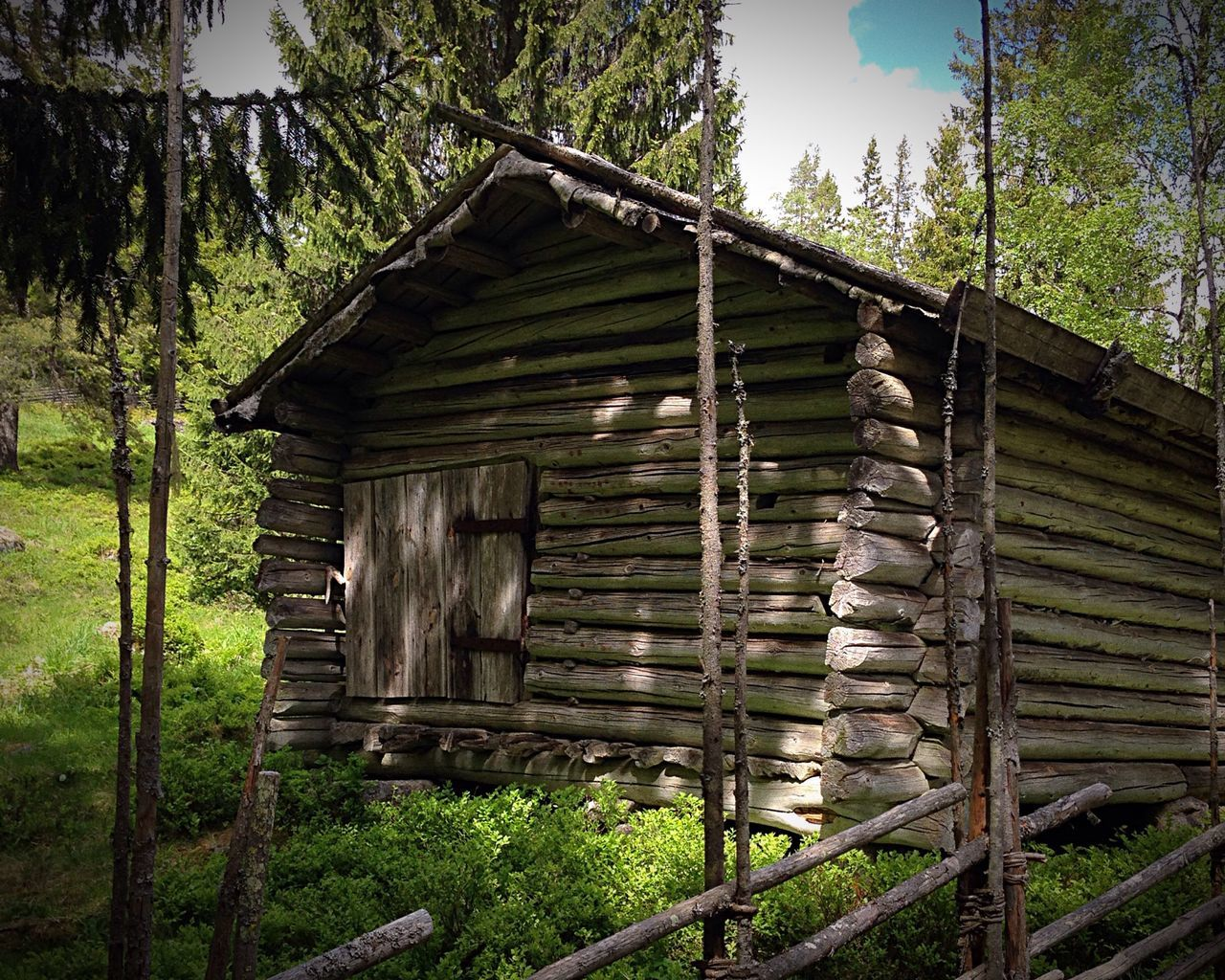 Log cabin in the Swedish mountains...,