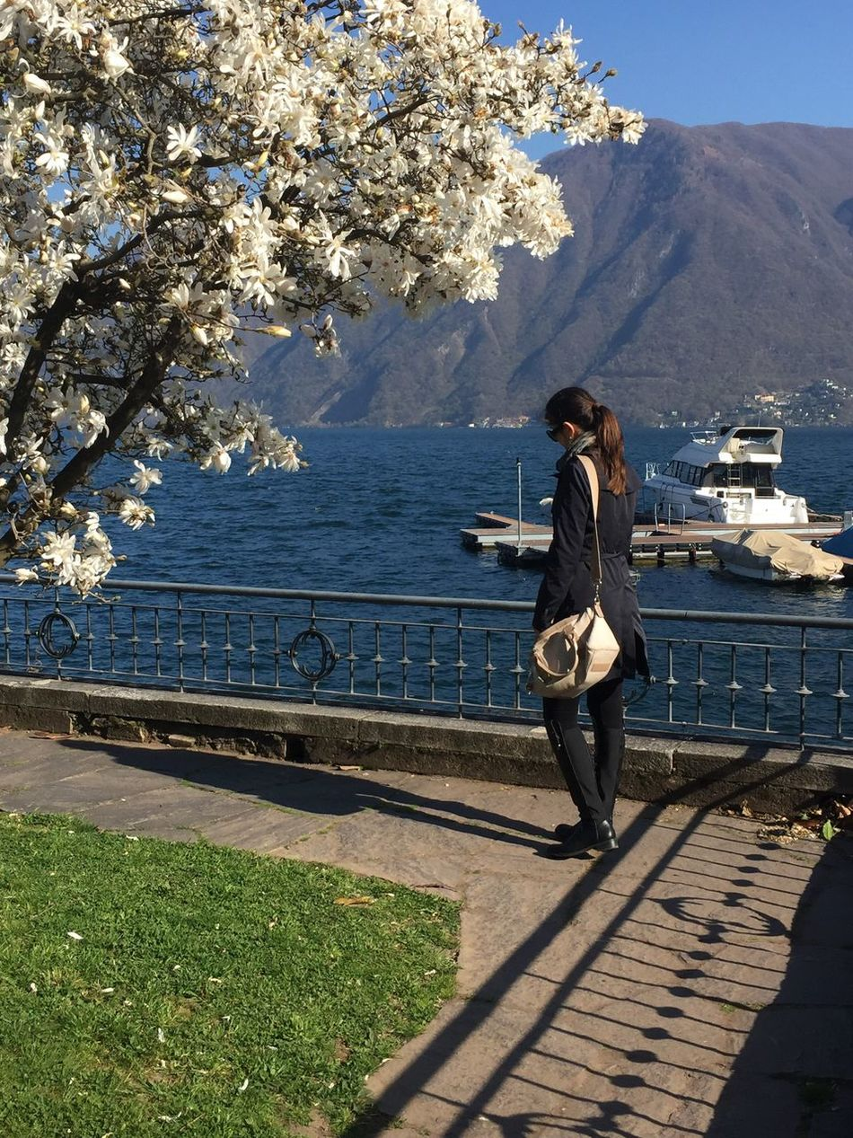Camminando Lungo Lago con i tuoi pensieri che sono unici💄🌞👛 Camminare Taking Photos Photo Beautiful Nature Fotografia Natyra Primavera Enjoying Life Primavera2016 Collors Gettyimages EyeEm Best Shots Hanging Out Nature Photography Lovephotography  Colori Acqua Lago Amazing Beautiful Water