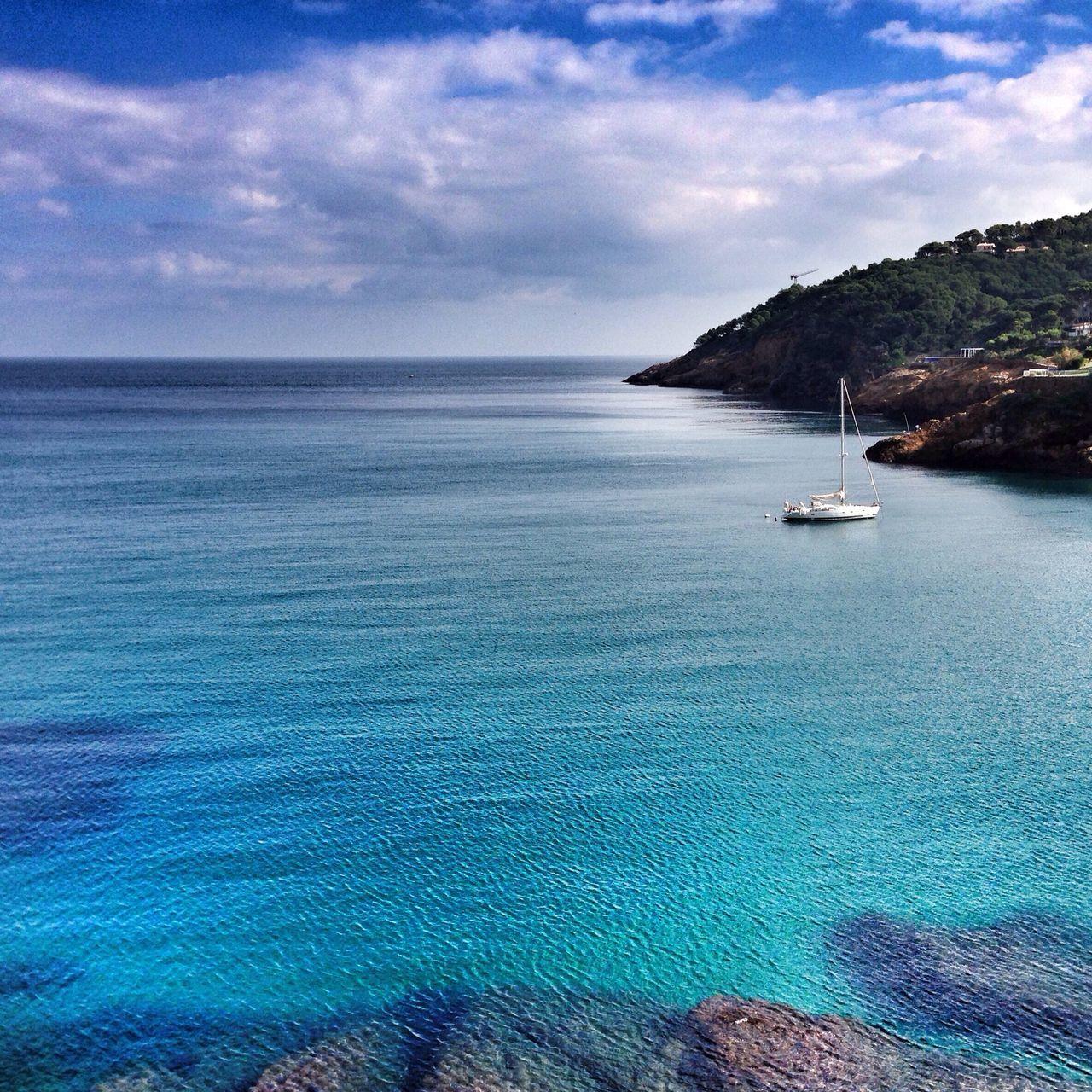 "And there, peering at a sea of infinite calm, I realized for the first time the value of the words ""immense beauty"". ---------- Y allí, asomándome a un mar de calma infinita, comprendí por primera vez el valor de las palabras ""inmensa belleza"". ----- Streamzoofamily Somosfelices EyeEm Nature Lover Sea"