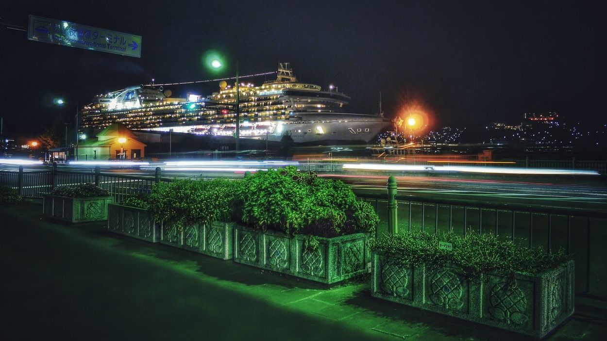 Yesterday Night 1st shot Sapphire Princess in Matsugae, Nagasaki KYUSHU Japan Scenery Nightphotography Luxury Liner Cruise Ship 21:08 / LUMIX GX1 LUMIX G VARIO 14-45/F3.5-5.6 28mm Long Exposure 1sec