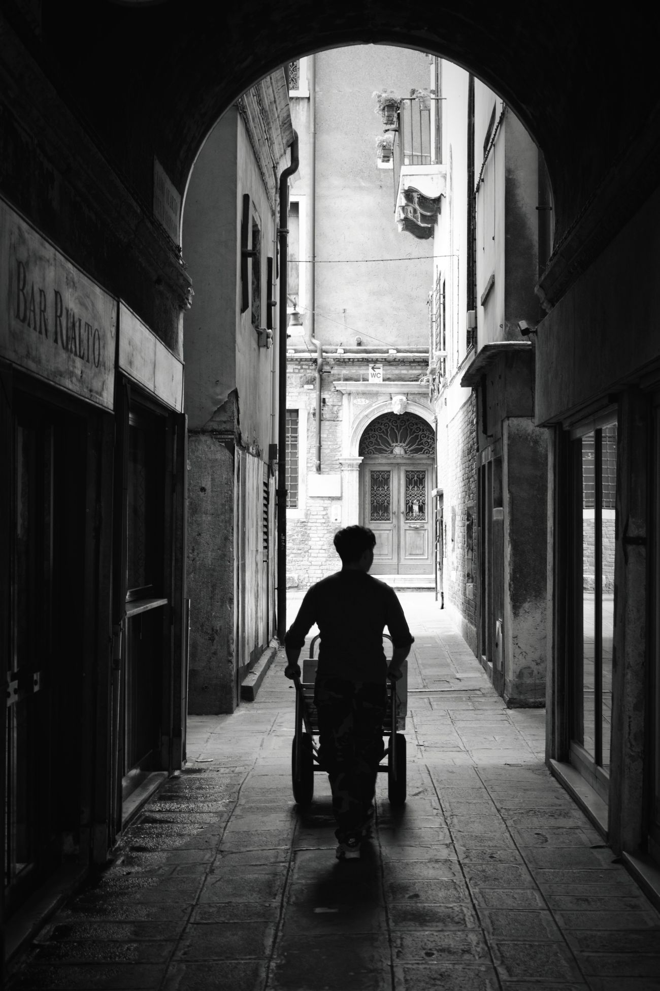 Catch me if you can People One Person Senior Adult Men City Indoors  Architecture Sleepwalker Venice Italy Adventure Trip Italianeography Vscophile Building Exterior Illuminated Blackandwhite Bnw_collection