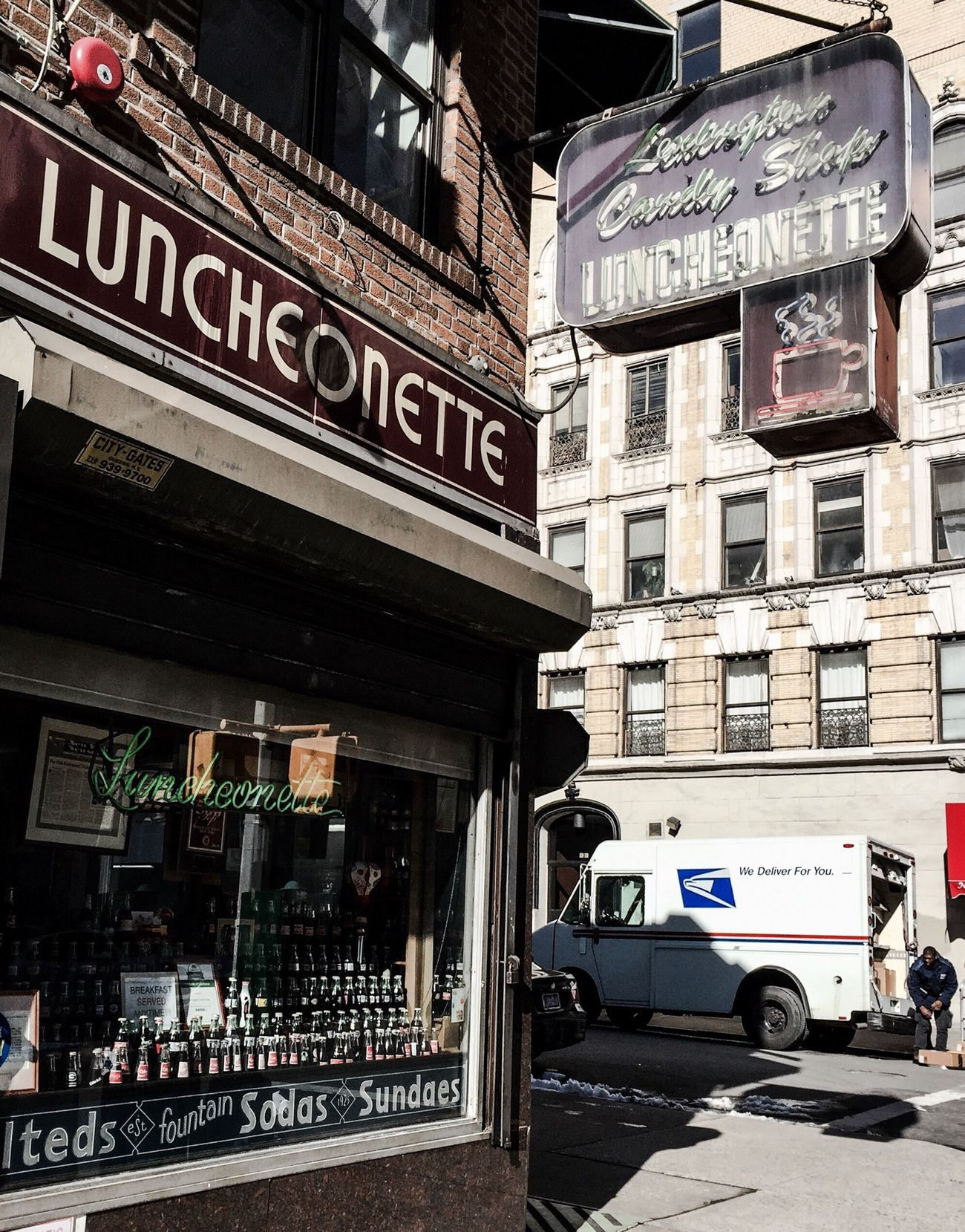 Old School Goodness | Manhattan Streetphotography Luncheonette Gothams_ambassador
