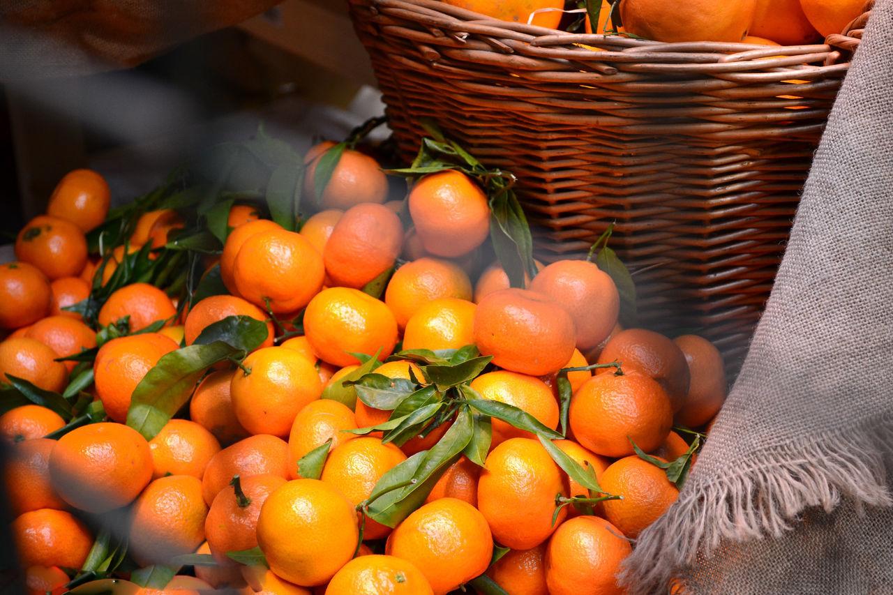 mandarins at the market Abundance Arrangement Basket Close-up Day Display For Sale Freshness Large Group Of Objects Mandarins Market Market Stall Orange Color Retail  Variation