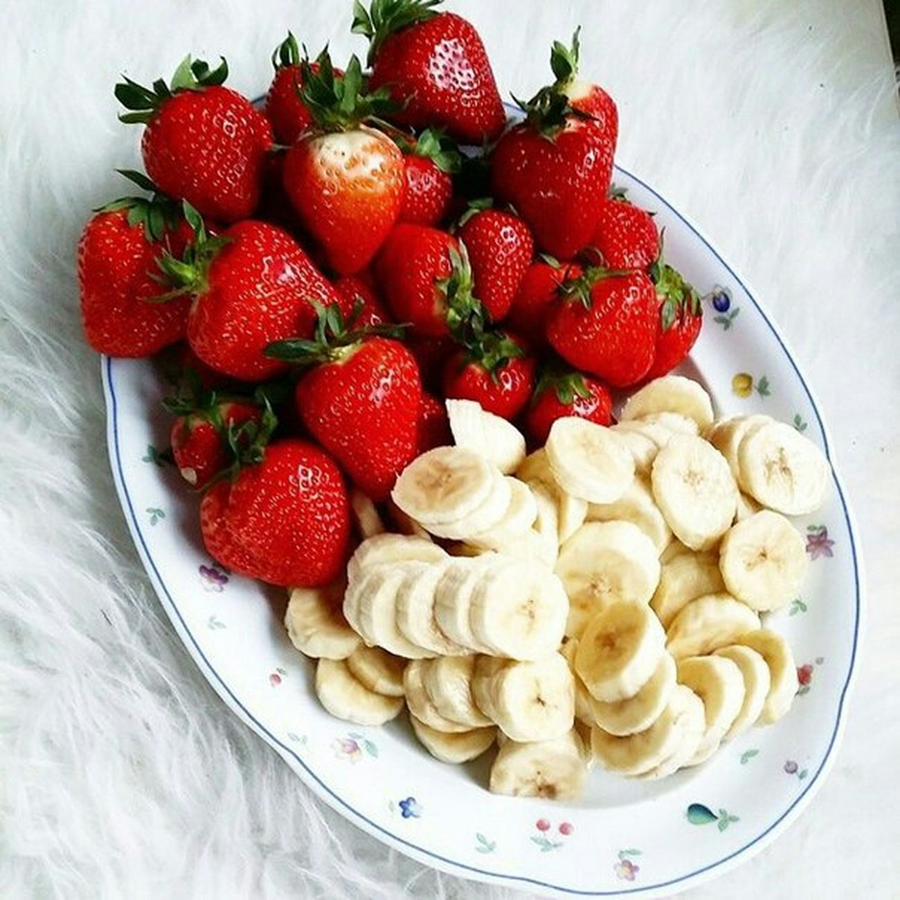 Tasty😋 Mmmm☺ Food <3 Love <3 Breakfast ♥ Strawberries ♡ Bananas Fruits ♡ Very Tasty