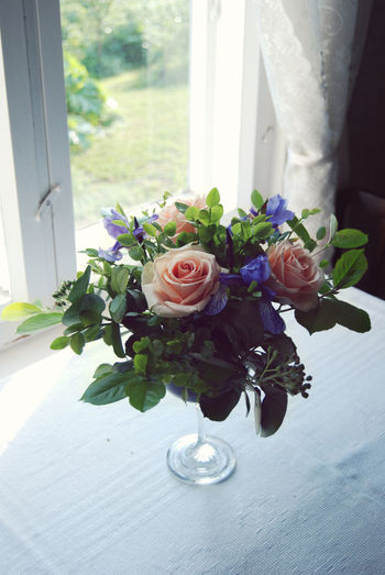 Centrepiece Beauty In Nature Birthday Botany Bunch Of Flowers Centerpiece Centrepiece Decoration Flower Flower Arrangement Flower Art Flower Head Fragility Home Leaf No People Party Petal Rose - Flower Roses Summer Vase We Wedding Window Sill