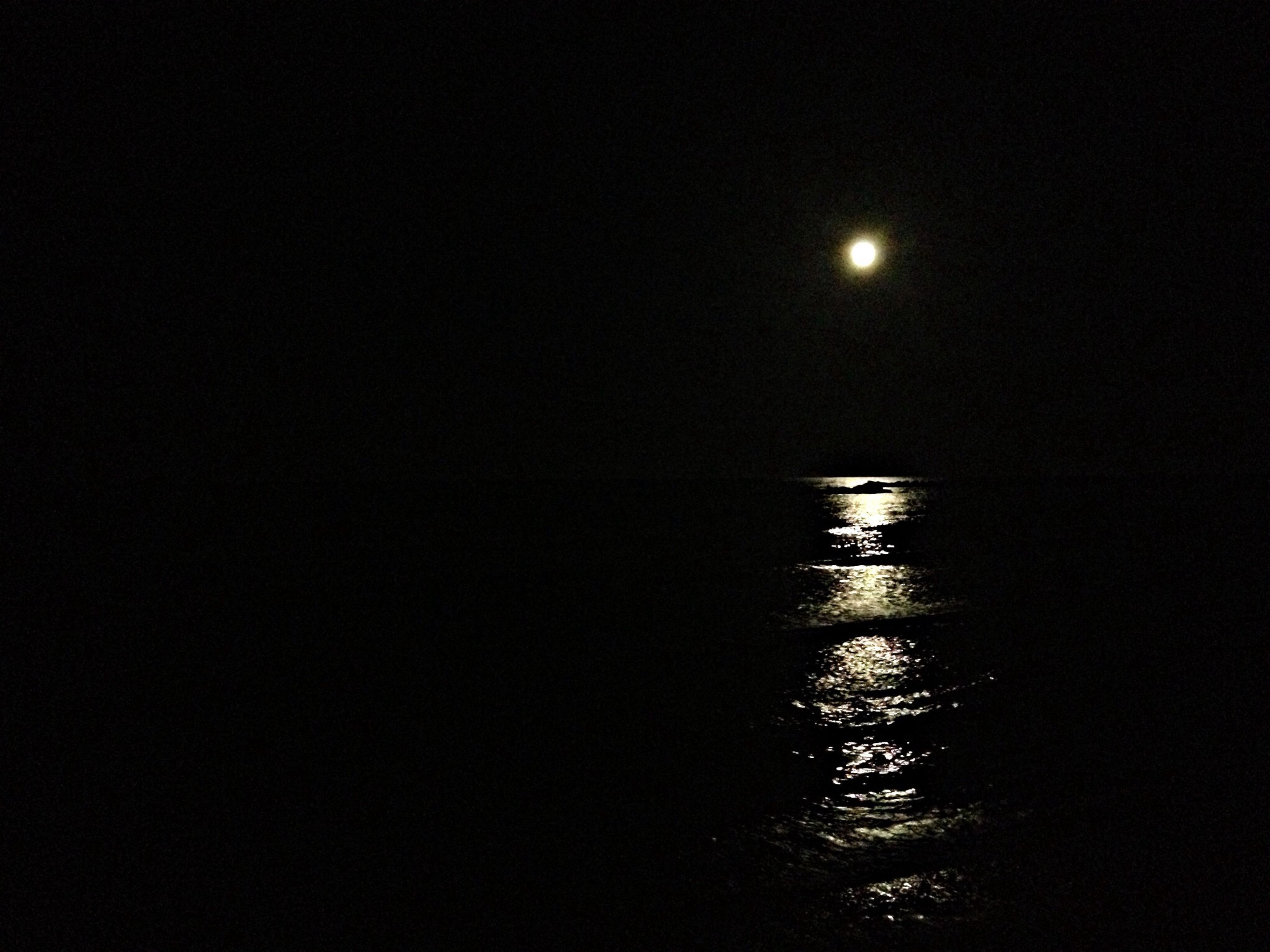 night, moon, tranquility, tranquil scene, scenics, beauty in nature, copy space, water, astronomy, nature, clear sky, sky, reflection, full moon, idyllic, dark, illuminated, silhouette, moonlight, waterfront