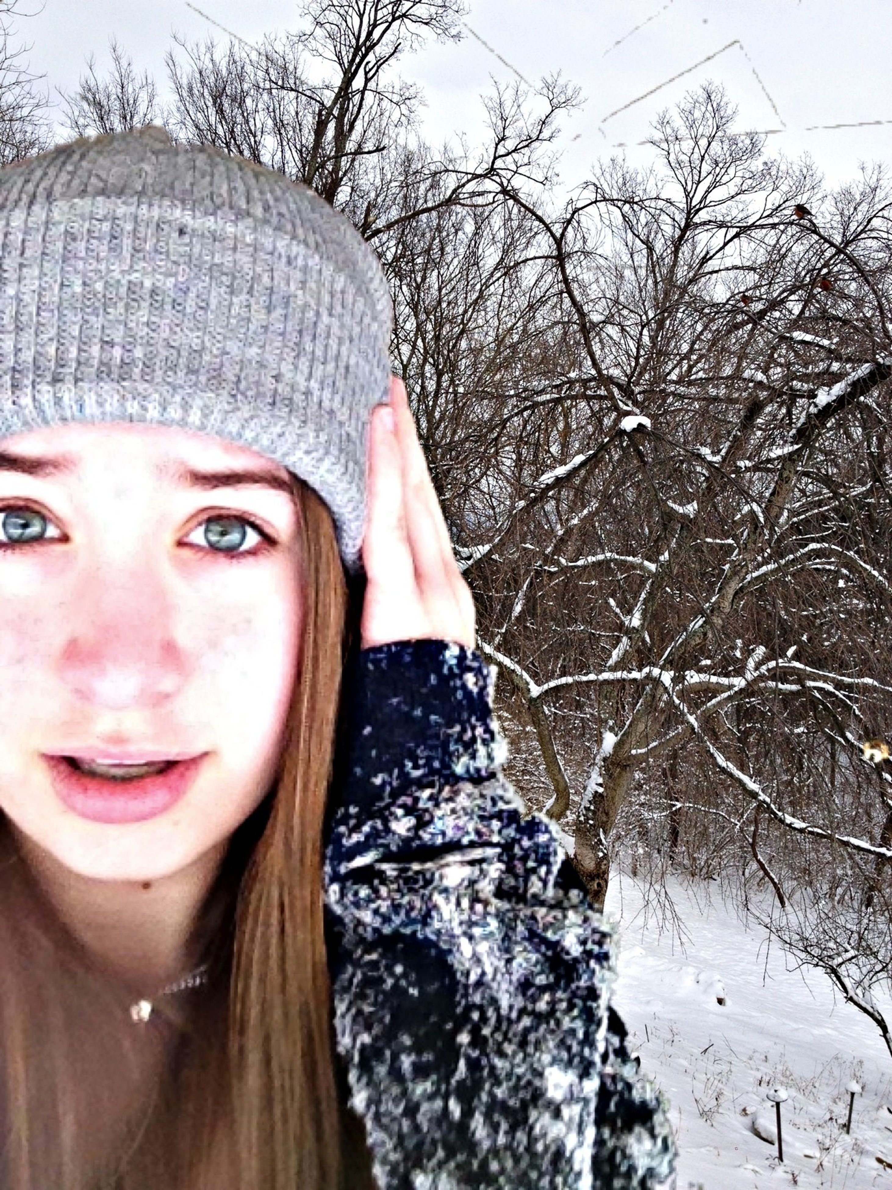 young adult, person, lifestyles, young women, looking at camera, portrait, headshot, leisure activity, front view, smiling, bare tree, tree, human face, long hair, close-up, day, winter