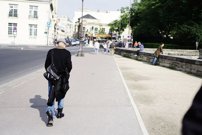 Cliché parisien - ... en civil (day 157) (Spring legacy, June 2016, Paris) Urban Playground Cliché Parisien The Street Photographer - 2016 EyeEm Awards Storytelling Portrait Of People Telling Stories Differently Streetphotography Street Photography Parisian Cliché Photojournalism People Urban Life Paris The Photojournalist - 2016 EyeEm Awards Nuit Debout Nuitdebout Colour Of Life What's On The Roll