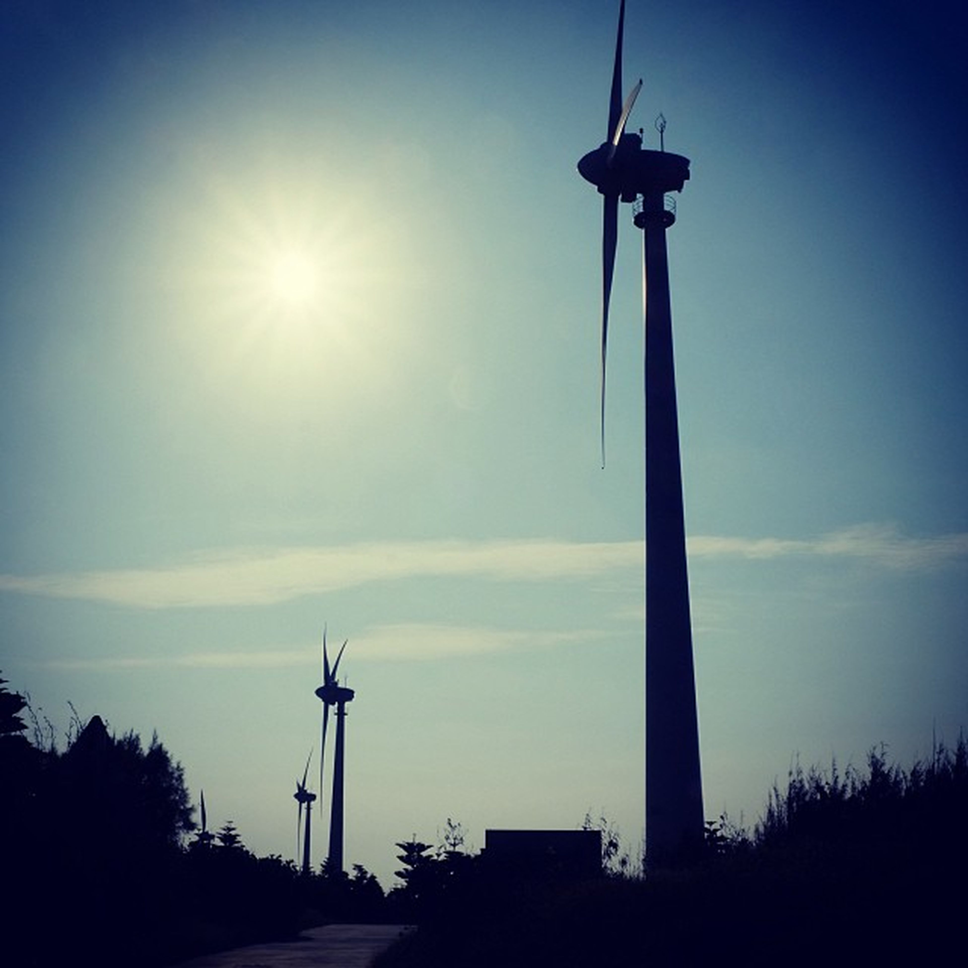 wind power, wind turbine, renewable energy, alternative energy, environmental conservation, windmill, fuel and power generation, sun, low angle view, silhouette, sky, technology, sunlight, traditional windmill, sunbeam, lens flare, rural scene, nature, field, sunset