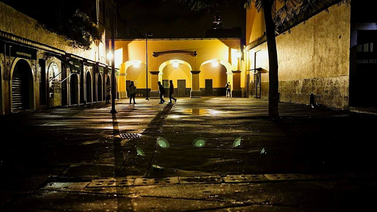 Postcards of my city Picoftheday Architecture Illuminated Built Structure Night Outdoors Sonyimages Urbanphotography Urban Children Sonyimage Contrast Perspective Light And Shadow Photographer Mexico Rainy Days Postcard Mocphotography EyeEm Vision EyeEm Best Edits Nightlife People