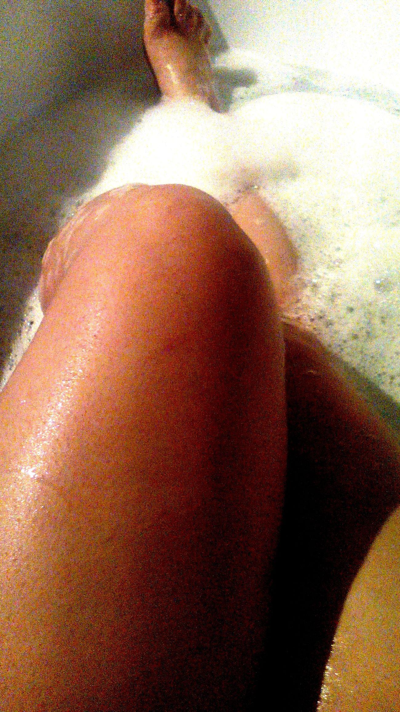 Legs Bath Bathroom Relaxing Moje nóżki i relaks w wannie. Cóż za radość z odpoczynku^^