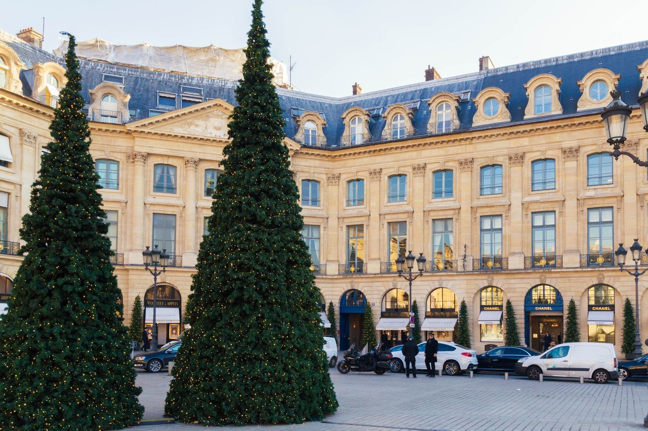 Architecture Building Exterior Travel Destinations Christmas City Christmas Tree Window Built Structure Tree Christmas Lights Outdoors No People Sky Christmas Decoration Day