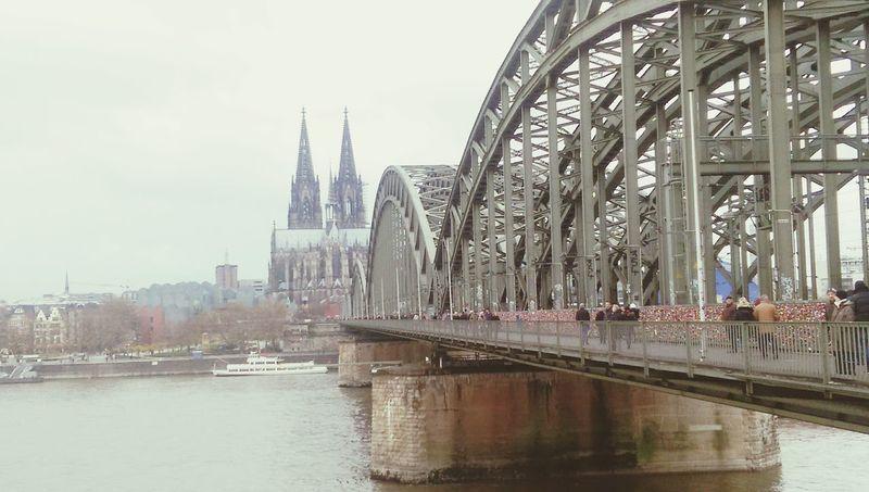 Wenn alle Lieb, History und civilization auf einem Bild Entstehen Kölner Dom Köln Brücke Deutschland Germany History Lieb