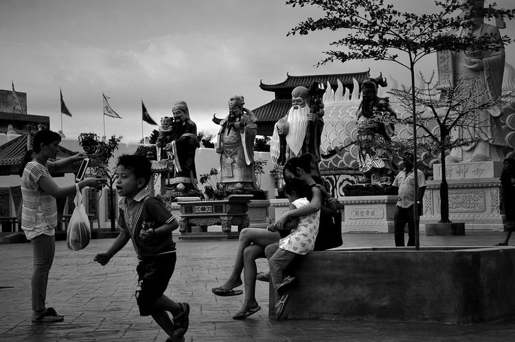 Family, hold on to them and you'll be fine...more photos on my Facebook... EyeEm_crew This Week On Eyeem Stunning_shots EyeEm Malaysia EyeEm Best Shots Popular Photos Streetphotography Street Photography Streetphoto_bw