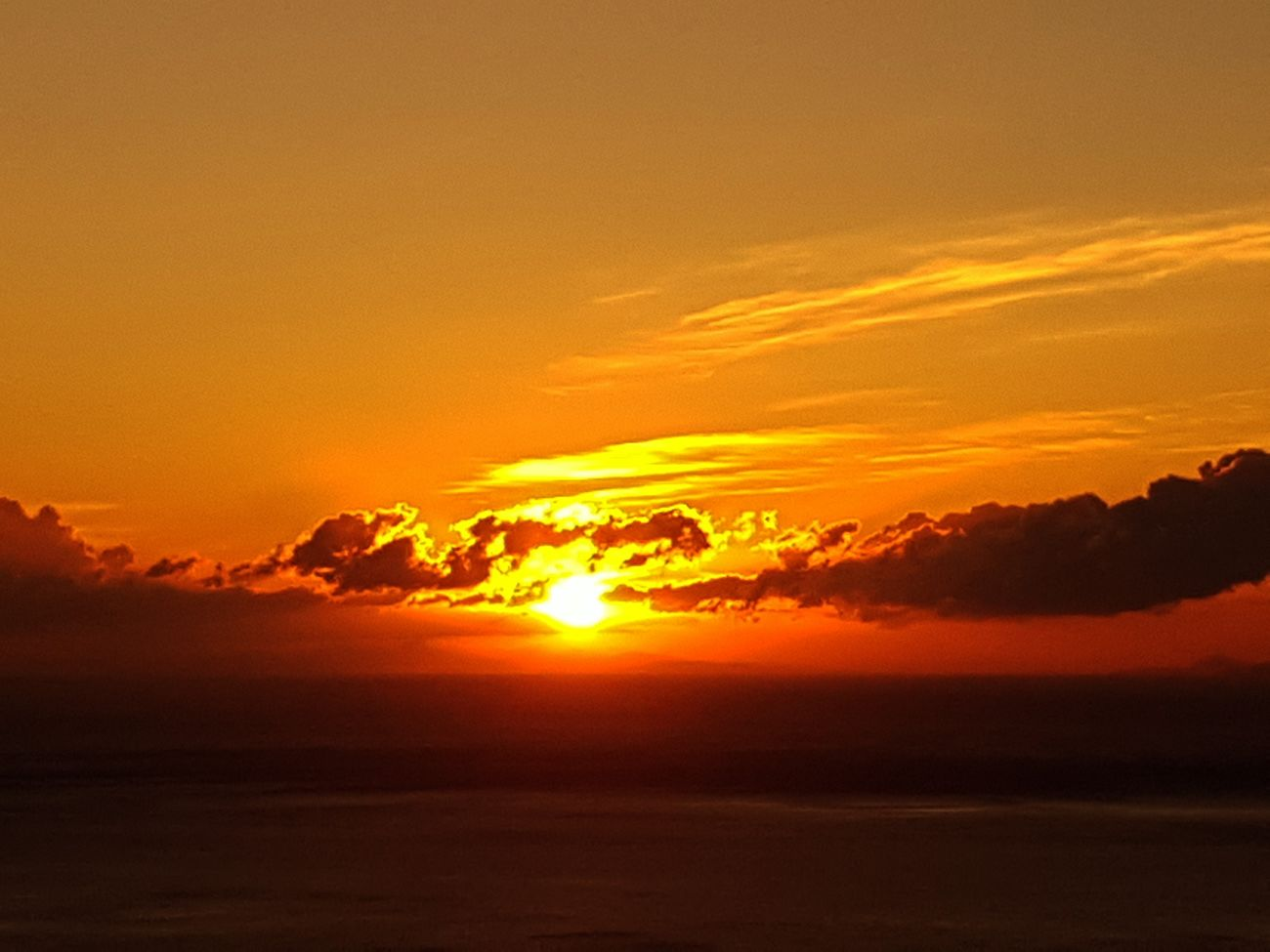 apres une nuit de boulot le spectacle du lever de soleil.. bonne journée Sunset Orange Color Dramatic Sky Landscape Nature Scenics Beauty In Nature Tranquility Tranquil Scene Sun Horizon Sky CorsicanLove Corsica
