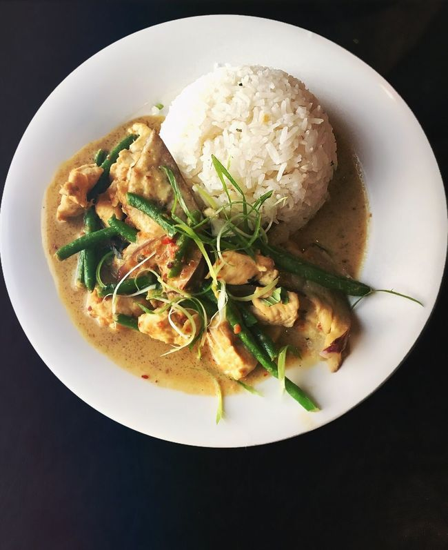 Show Us Your Takeaway! Coconut Curry Curry Green Beans Takeout Food Foodie Foodphotography Food Photography Yummy Spicy Food Rice Chicken Curry Thai Food Thai Thai Cuisine Thai Curry Thai Restaurant Food On The Go Foodpics Foodlover