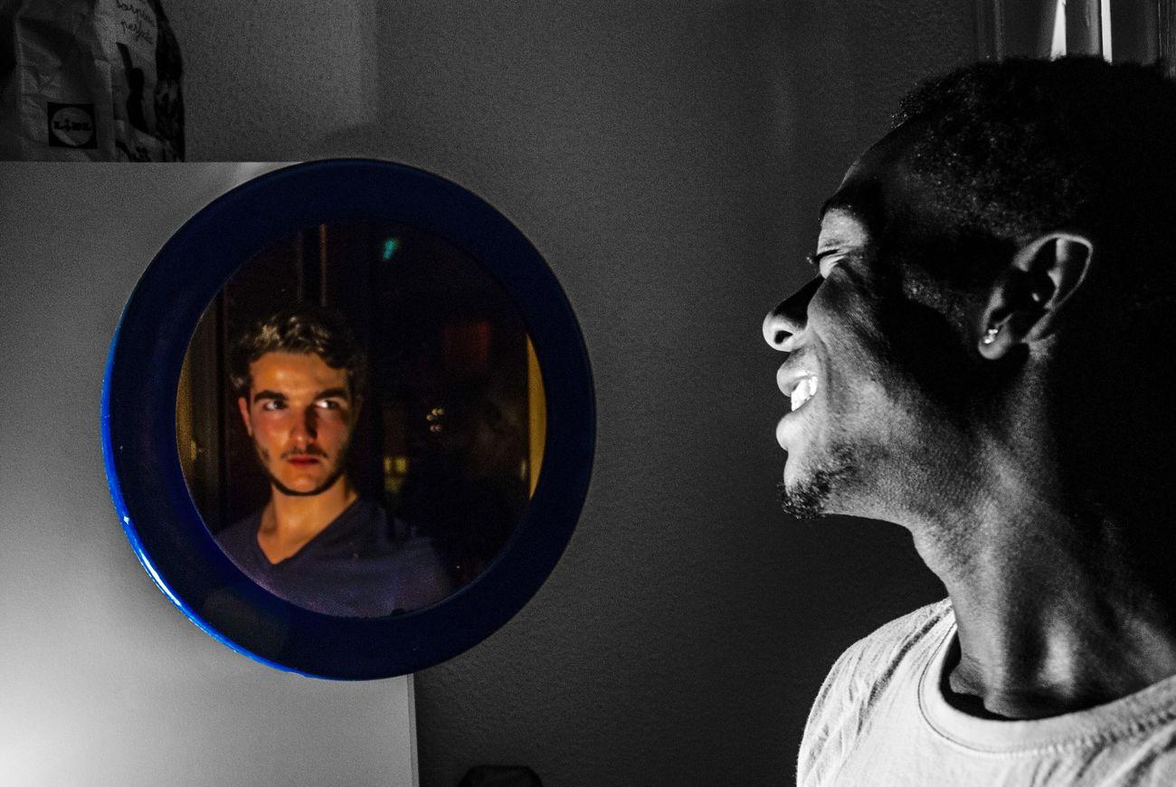 Racismo Photography Photo Espejo Reflection Reflejo Social Black And White Black & White Blackandwhite Photography Black And White And Color Alterego Proyecto Un Reflejo En La Sociedad