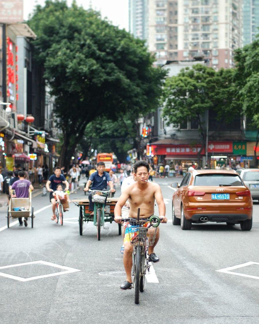就是这么有型!摄于广州恒宝广场前。 Summer 荔湾区 西关 上下九 bicycle Cycling City Life City City Street Transportation Traffic Mode Of Transport Street Car Adults Only One Man Only Only Men Riding People One Person Adult Full Length Outdoors Motorcycle