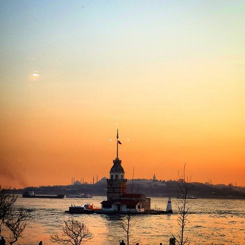 Istanbul Türkiye Turkey Travel Journey Oldtown Maiden_Tower Uskudar Bosphorus Landscape Lights Sunset Sky Cloudporn Skyporn Instalike Instagram Instalikes Instagood Instagram_turkey Comeseeturkey Oneistanbul Istanbullife Colors Color instagram_world instadaily insta_people