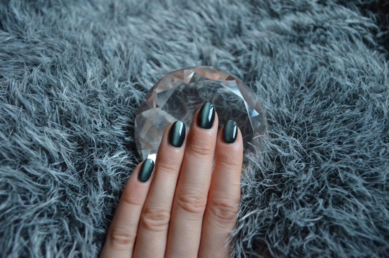 Nail Nail Design Naildesigns Makeupartist Nailpolish Green Color Diamond Fur Furry Nail Polish