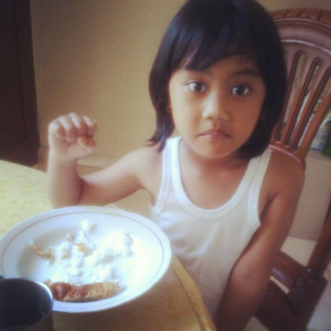 Lunch Time !!! Mysupergirl Jauzah Amarantha Theone MYeverything my Superdaughter TheLight of my life, my Treasure . Anakku Anakperempuanku Sayang Cahaya ku... Kamu Girl Iloveyou Lzybstrd Photostory INDONESIA