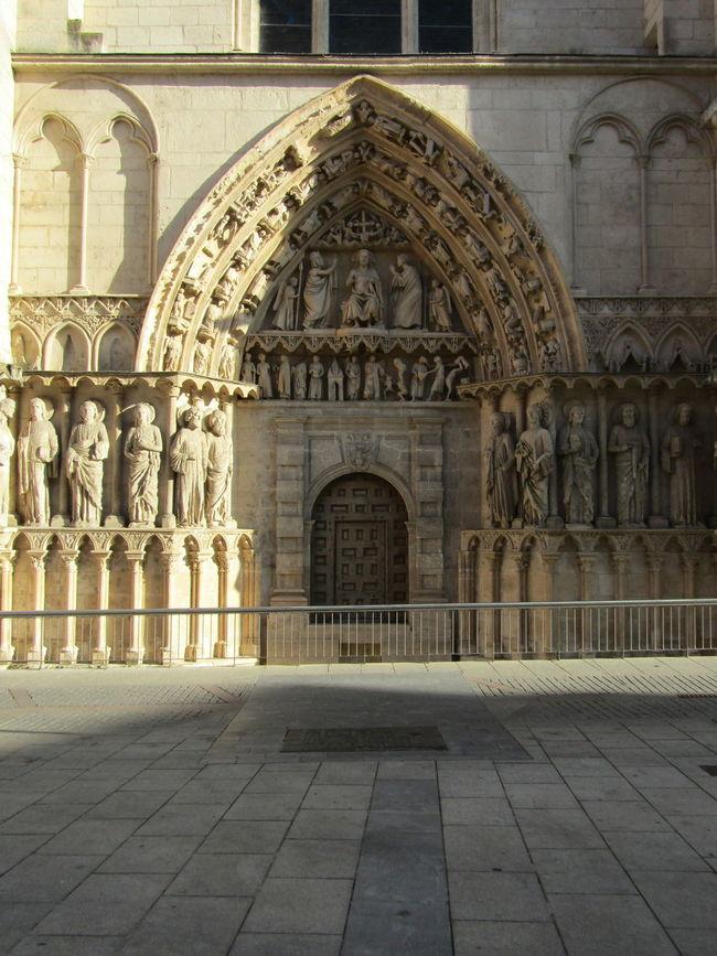 Arch Santa Maria Tourism Burgos SPAIN Spanien Kirche Church Cathedral Kathedrale Pilgrimage Travel Destinations Religion Architecture Schatten Shadow City Gehsteig Pavement Sunlight