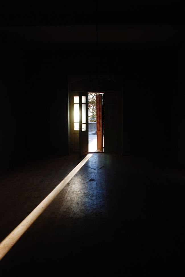 Light Sun Beam Beams Door Open Dark Enlighten Infiltration Infiltrating Infiltrate Open Out Space Half Open Half