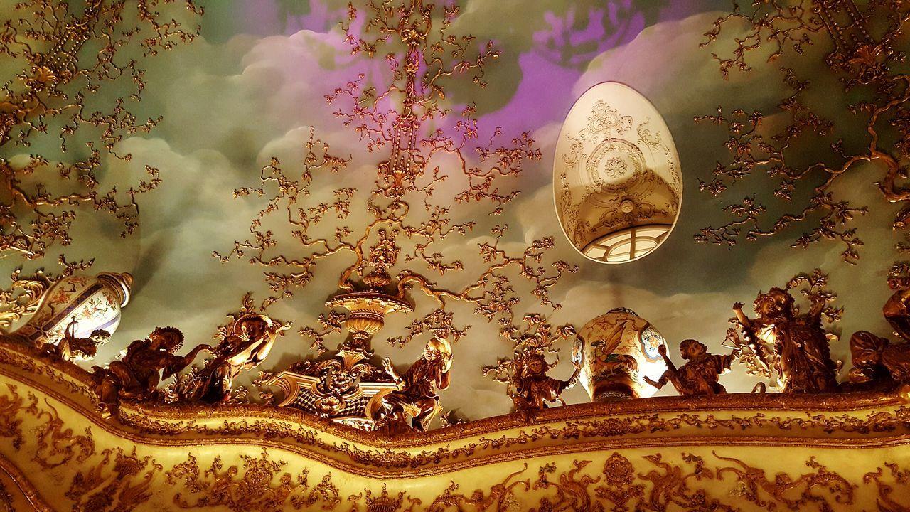 No People Chinese Figurine Luxury Lifestyle Turandot Russia Moscow Restaurant Posh Turandot Restaurant Moscow Luxury Beautiful Ceilings Baroque Baroque Style Rococostyle Rococo Rococò Style Indoors  Ceiling Architecture Golden Posh Restaurant Indoors