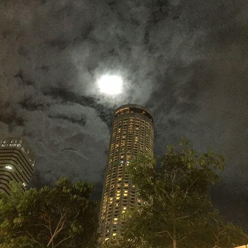 #cityhall #fullmoon #pleasure #swisshotel #Walknight