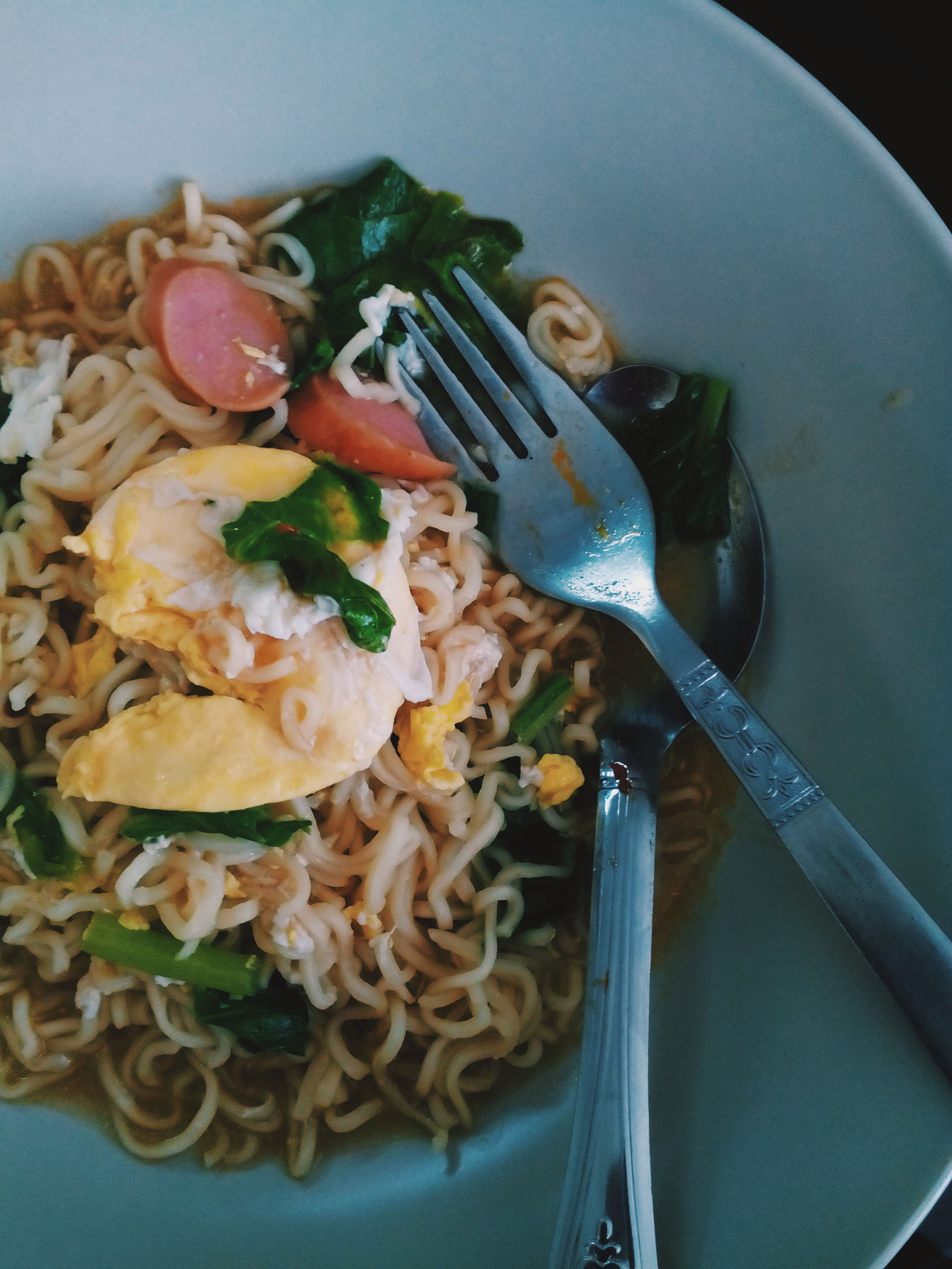 indoors, food, food and drink, freshness, healthy eating, plate, still life, ready-to-eat, high angle view, bowl, meal, table, spoon, directly above, vegetable, serving size, noodles, close-up, fork, indulgence