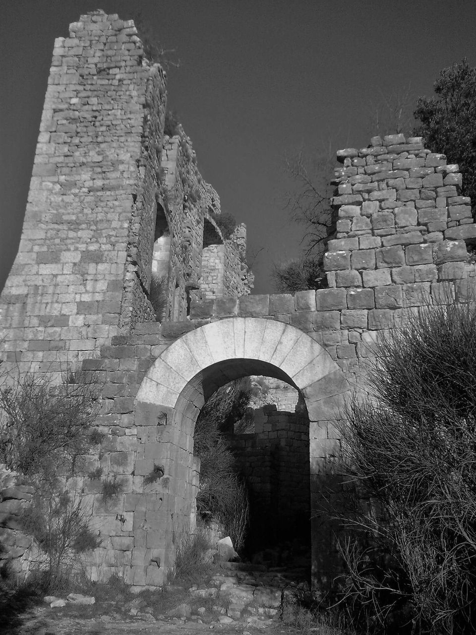 arch, old ruin, architecture, built structure, history, ancient, day, castle, travel destinations, fort, outdoors, no people, building exterior, ancient civilization, clear sky, nature, sky