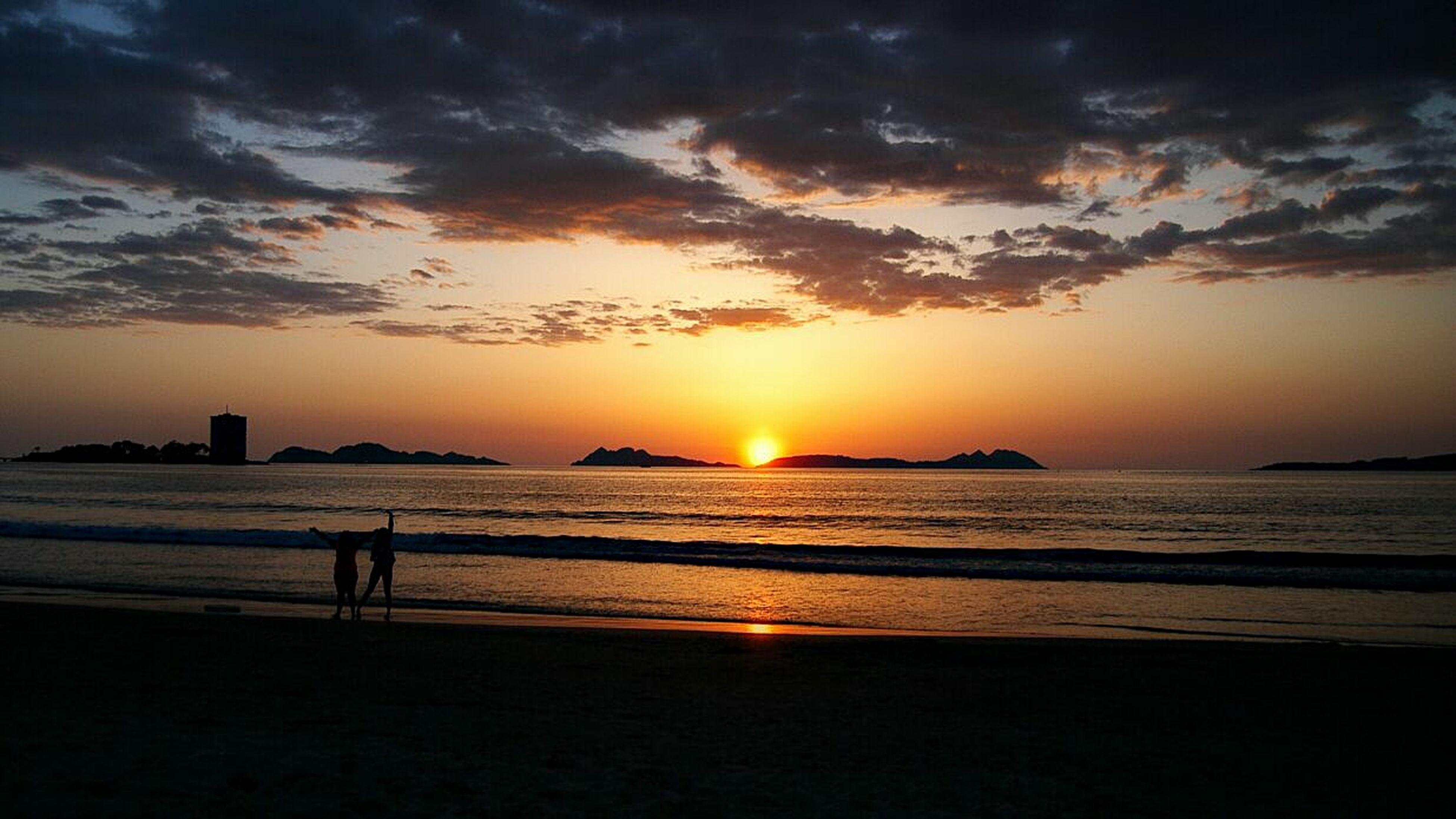 sunset, sea, horizon over water, beach, water, sun, scenics, sky, silhouette, shore, orange color, beauty in nature, tranquil scene, tranquility, idyllic, cloud - sky, nature, reflection, sunlight, cloud
